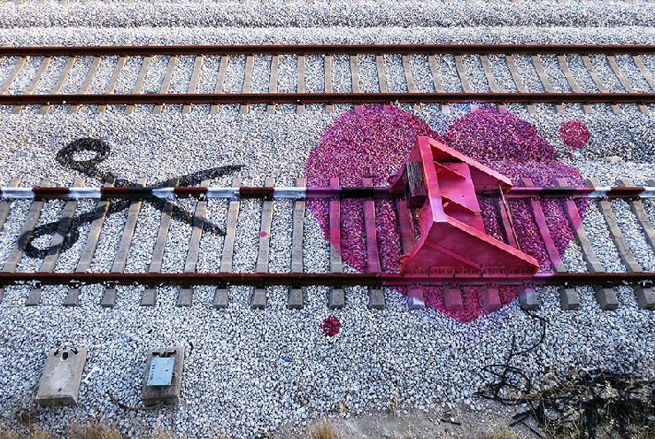 new_railway-train-tracks-portugal-street-art-artur-bordalo-3