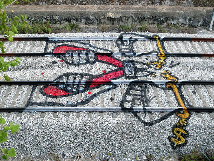 new_railway-train-tracks-portugal-street-art-artur-bordalo-7