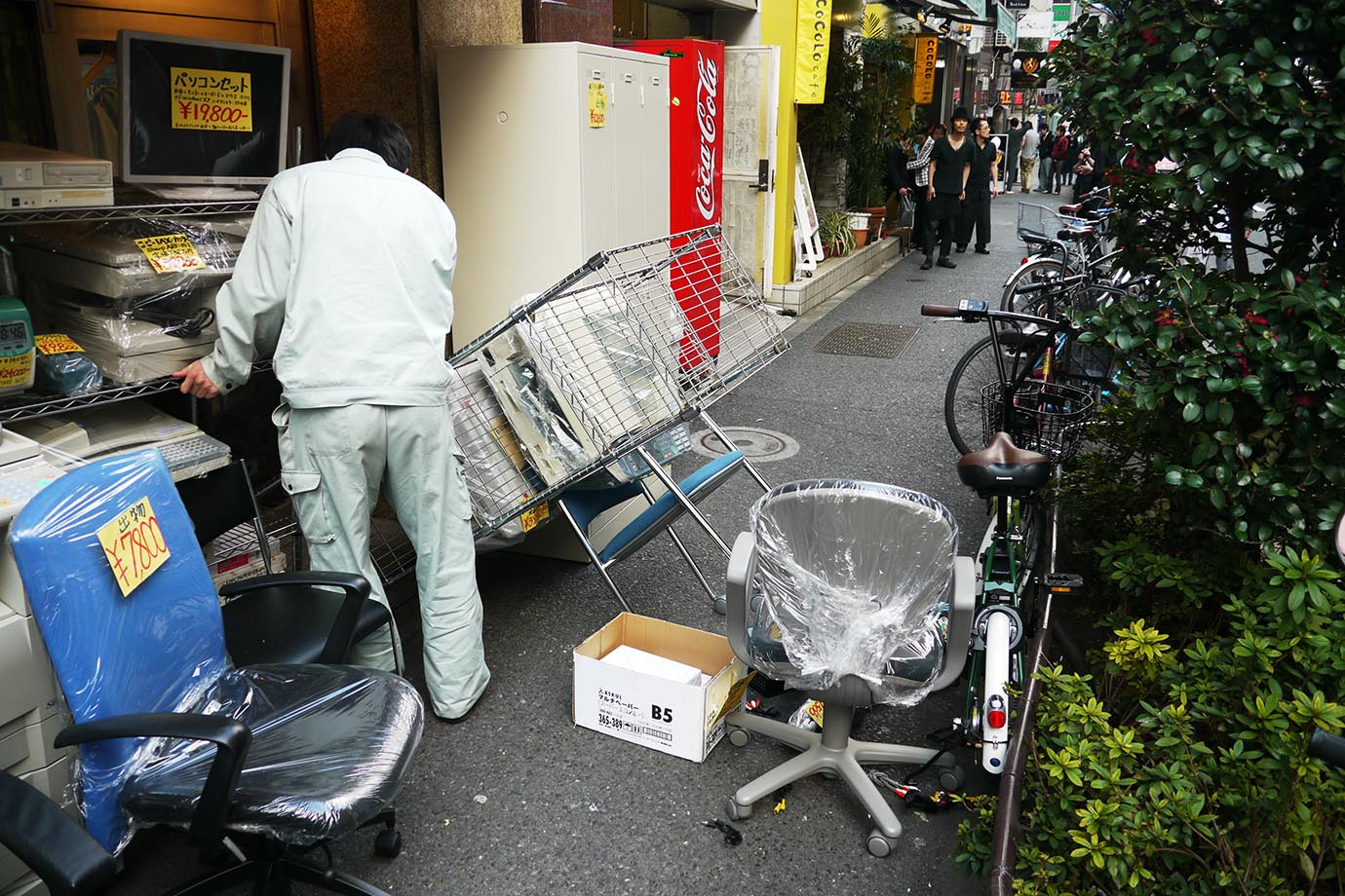 aftermath-tohoku-earthquake-shinjuku1