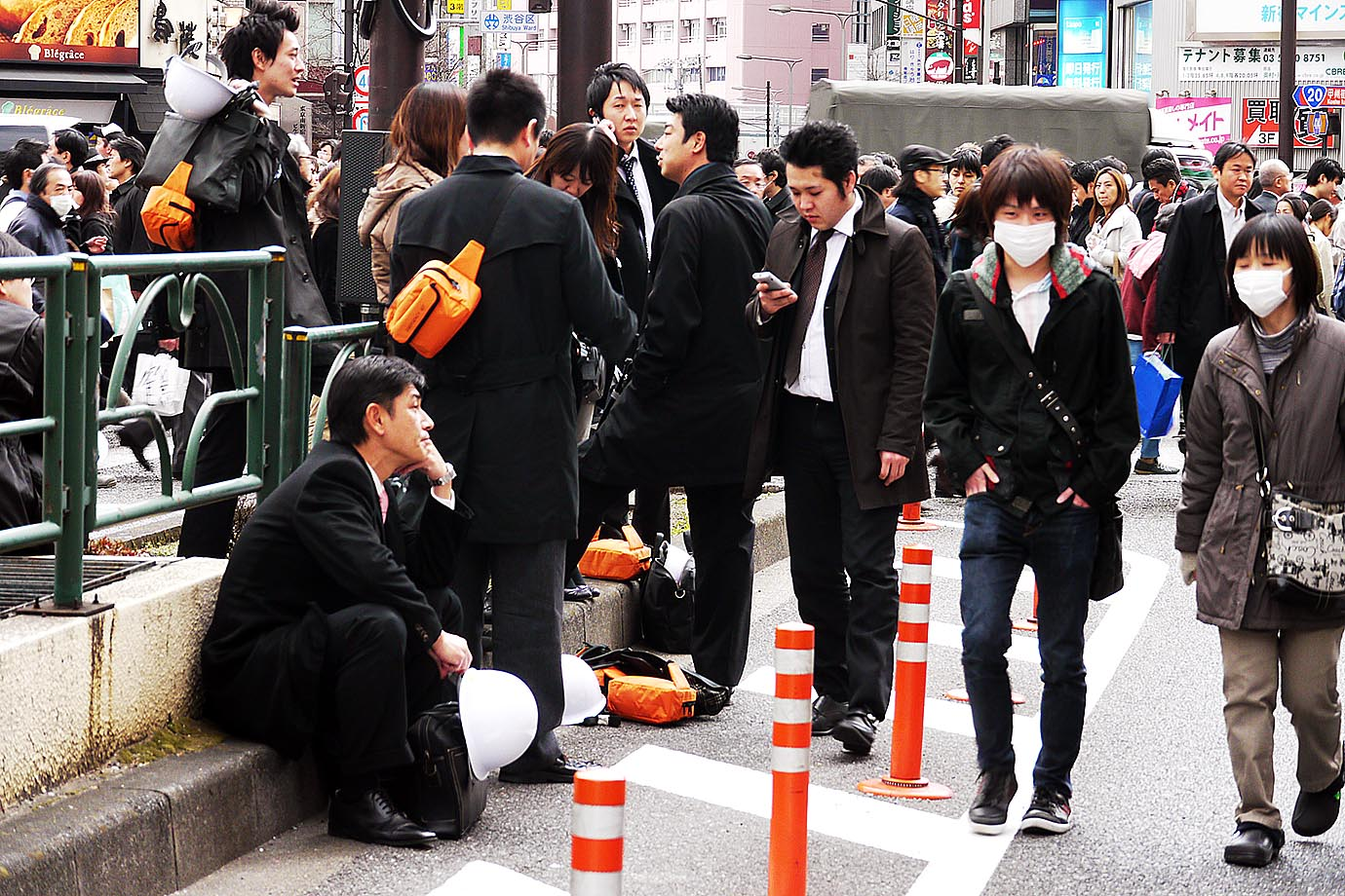 aftermath-tohoku-earthquake-shinjuku4